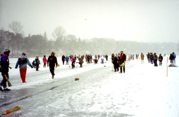 A group of people walking in the snow    Description automatically generated